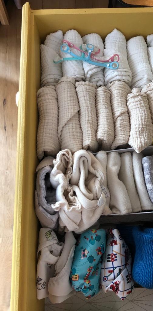 Tiroir d'une commande avec une rangée de couches lavables et une rangée d'absorbants